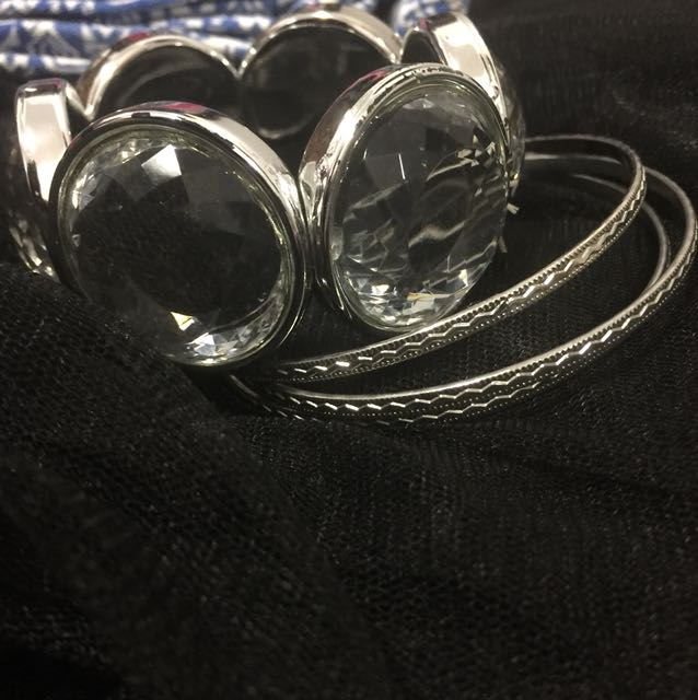 Bracelet and bangle set