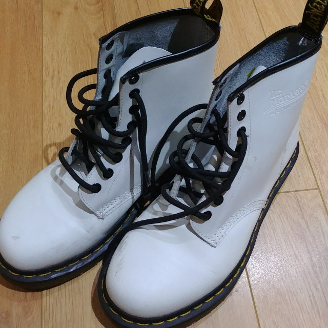 Dr marten white air cushion soles boots