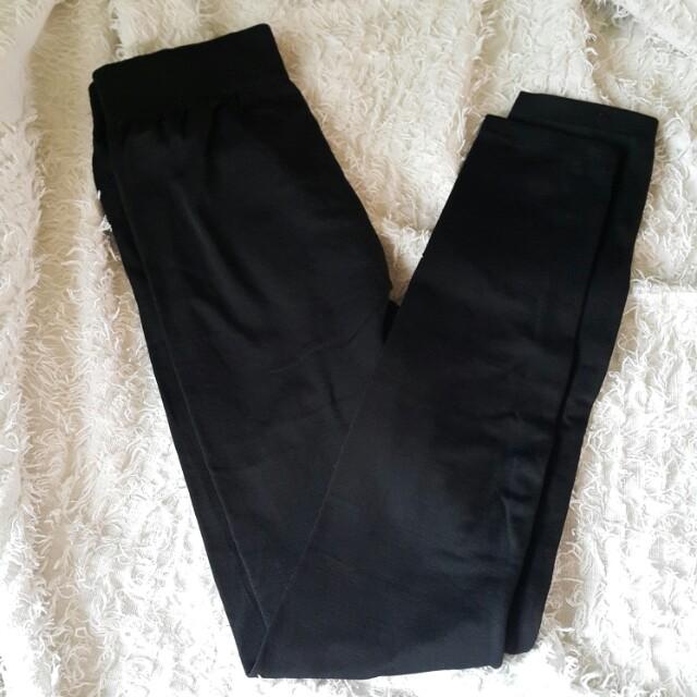 Freebie: Black leggings