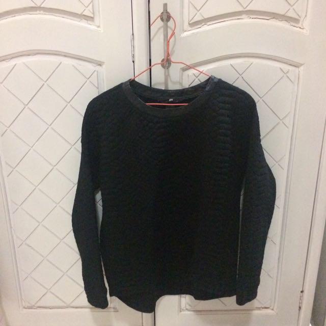 H&M Sweater in Black