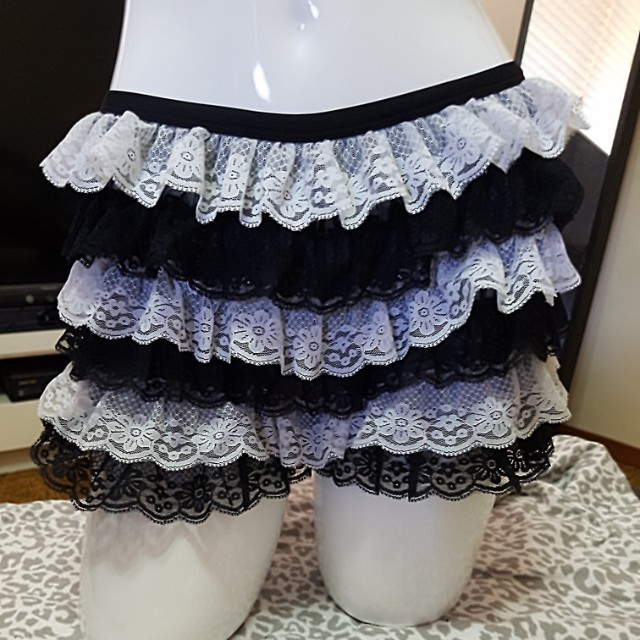Lace frills short