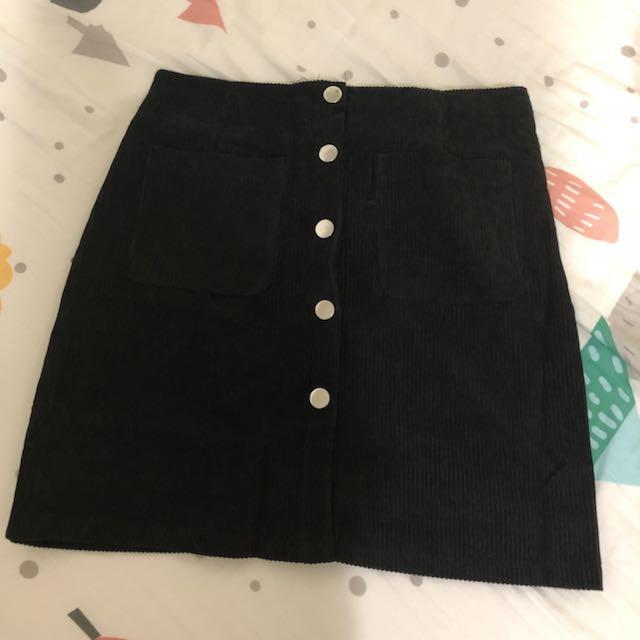 《全新》黑色排釦裙m號