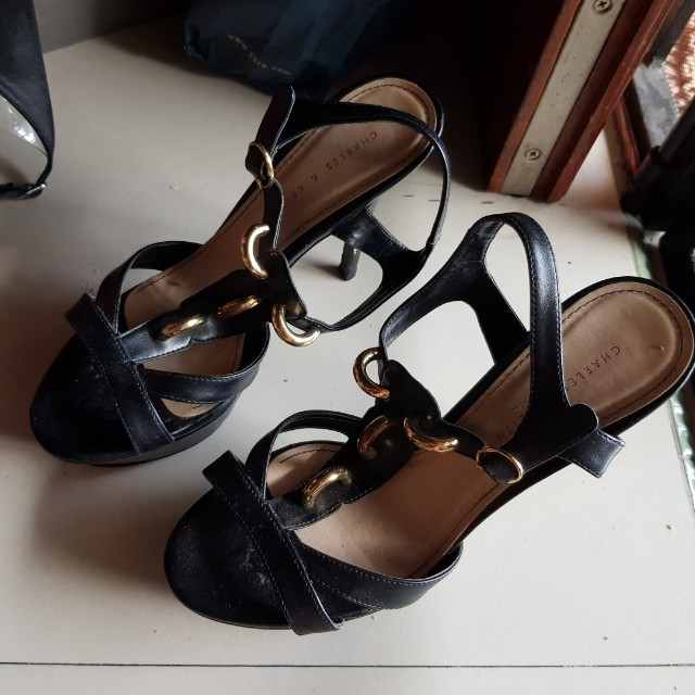 Sepatu charlesh n keith