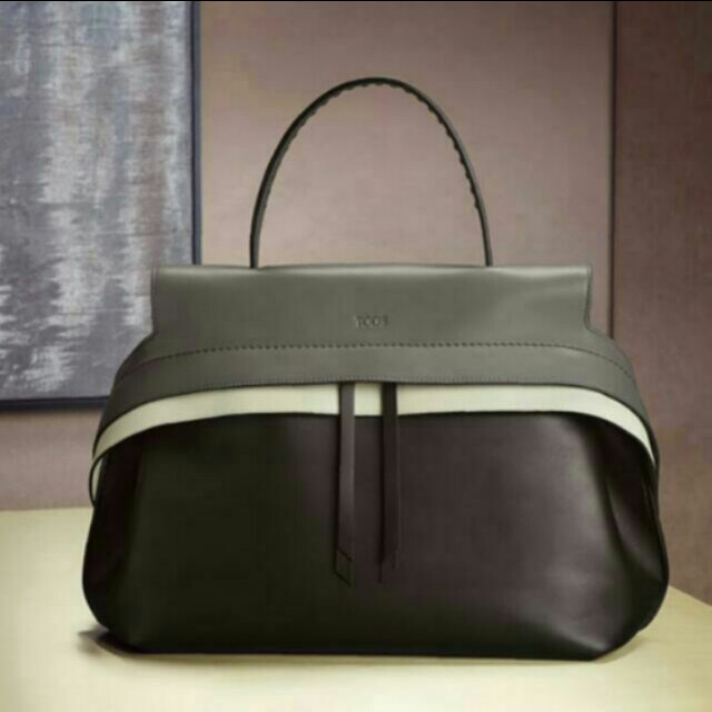 TOD'S全新摺耳包
