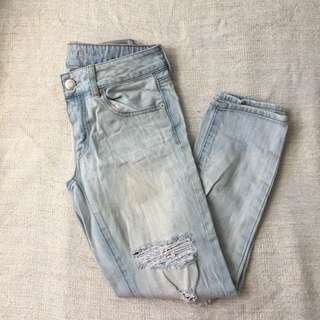 American Eagle Ripped Jeans // size 0