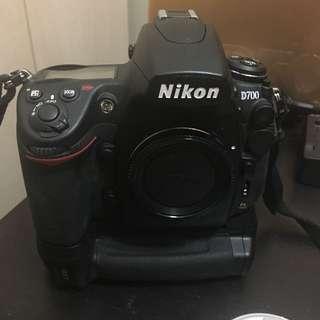 Nikon D700 + MB-D10 + Etc