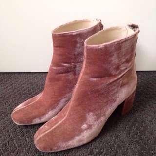 Zara Pink velvet boots size37
