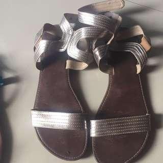 The Sandals Sz 40