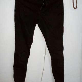 Skinny jeans by BERSHKA SIZE 34 kondisi 70% beli 250 rb