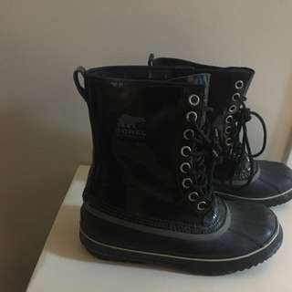 Sorel size 9 rainproof winter boots