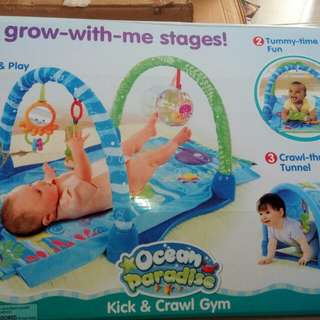 Baby kick and crawl gym