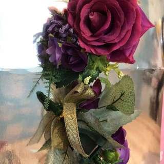 深紫紅色玫瑰襟花