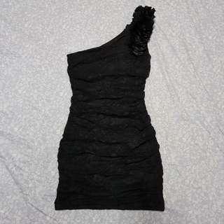 Ciel de Juno pretty little black dress
