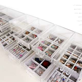 Jewelry and makeup organizer