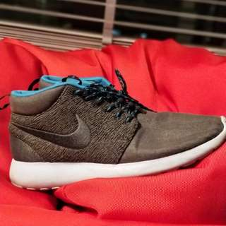 Nike Roshe Mid-cut world edition - Paris, US8 UK 7