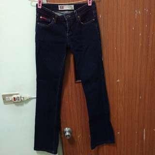 專櫃牛仔褲