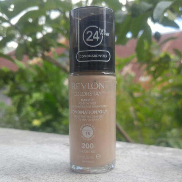 AUTHENTIC Revlon Colorstay Foundation in 200 Nude
