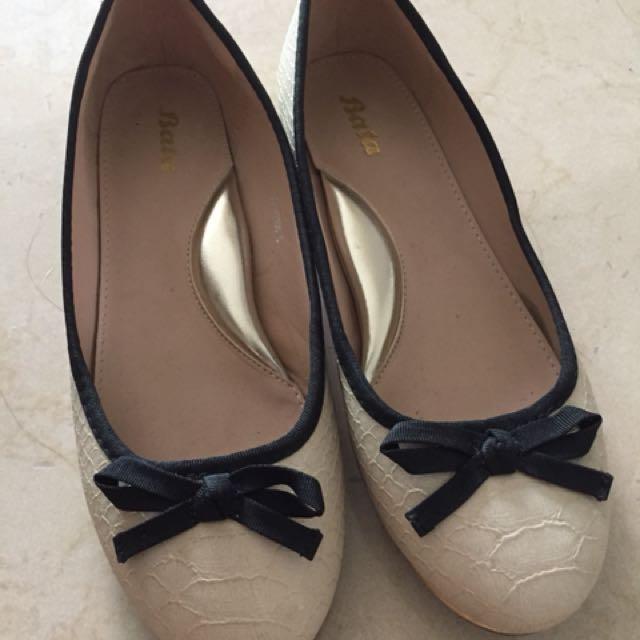 Beige ribbon with black trim shoes (Bata)