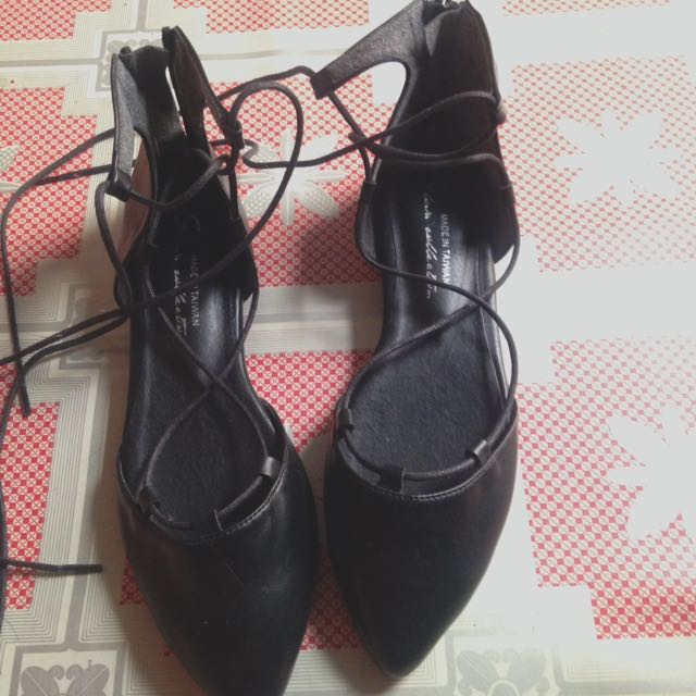 Black Shoes (crossy)