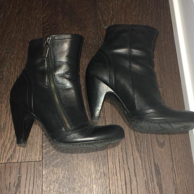 Blondo Aquaprotect boots size 5