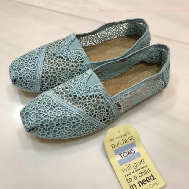 1b3c2afd2da BNIB Authentic TOMS Lace Shoes, W10 (fit EUR 39/40), Women's Fashion ...
