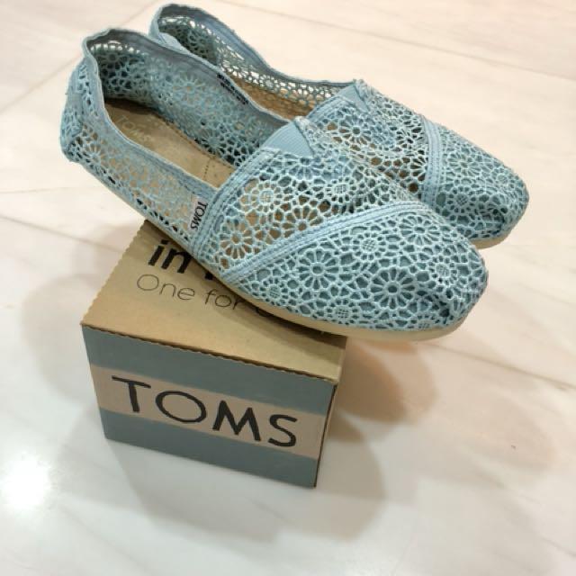 ba282640d94 BNIB Authentic TOMS Lace Shoes, W10 (fit EUR 39/40), Women's Fashion, Shoes  on Carousell