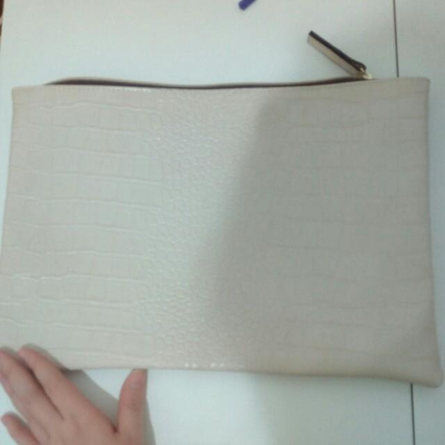 Croco white pouch