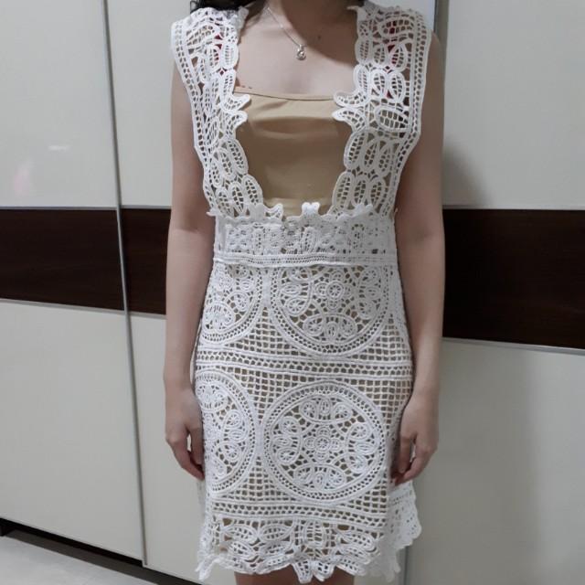 Dress lace putih