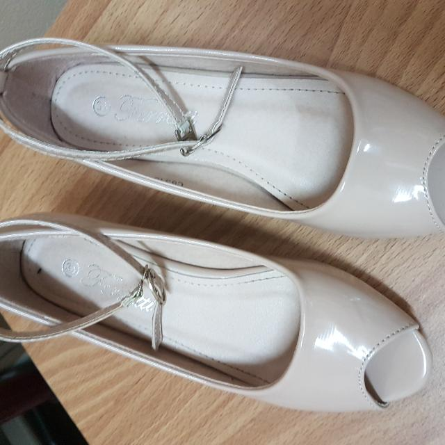 Ferretti Nude Sandal Shoes