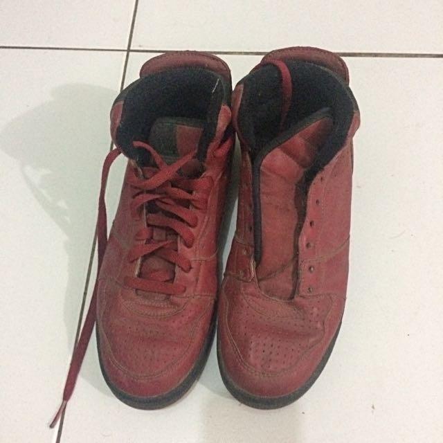 league maroon shoes