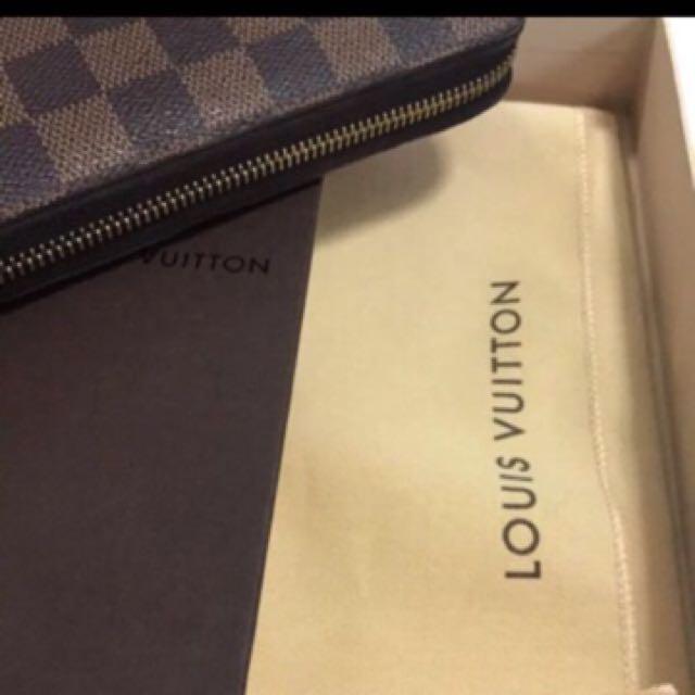 Louis vuitton zippy wallet 100% Authentic