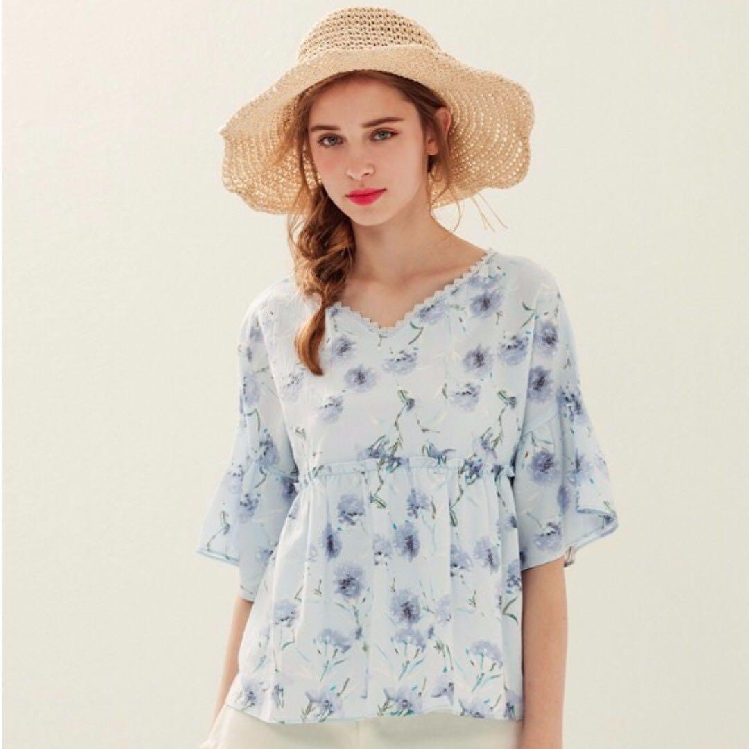LOVFEE 夏日花卉花邊上衣 藍 #手滑買太多