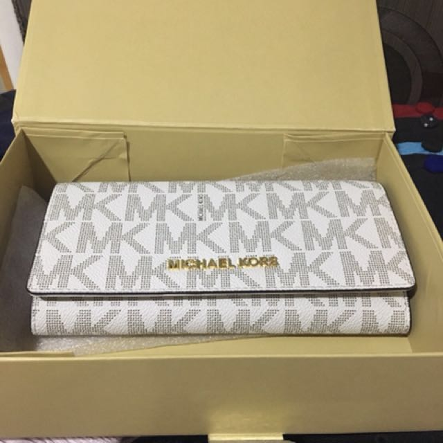 Michael kors wallet NEW