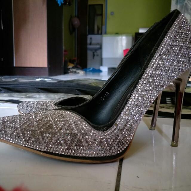 REPRICE Nine west high heels