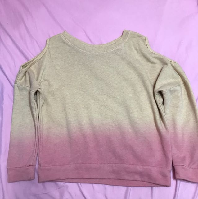 Ombré sweater with shoulder hole