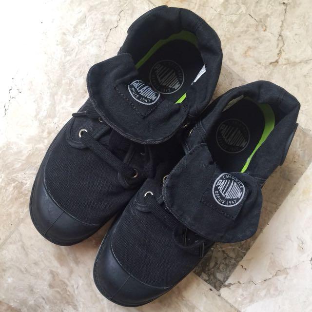 Palladium shoes Black