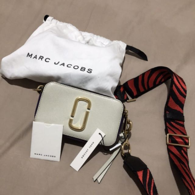 Preloved authentic Marc Jacob Snapshot in white