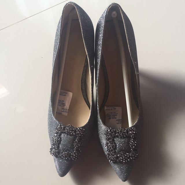 Sepatu Manolo Blahnik