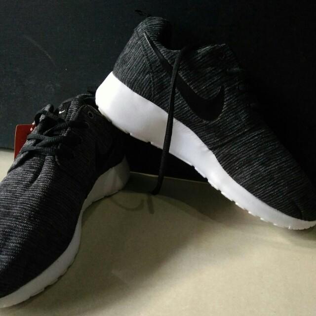 d49206858a4ce sepatu NIKE ROSHE RUN