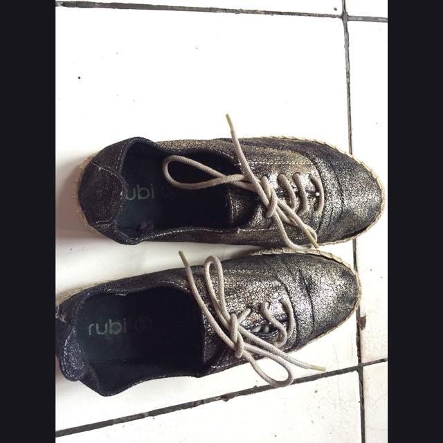 sepatu rubi sneaker