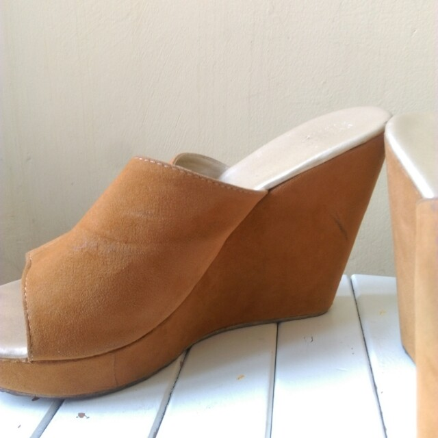 Sophie Martin Suede Wedges