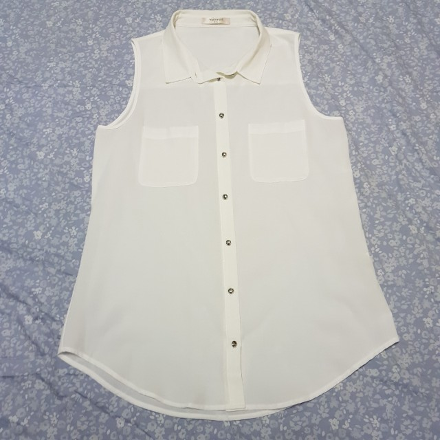 Valley Girl white sleeveless blouse with buttons