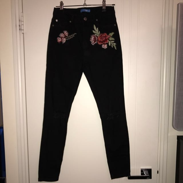 ValleyGirl Rose Embroider Ripped Knee Black Jeans Size 8
