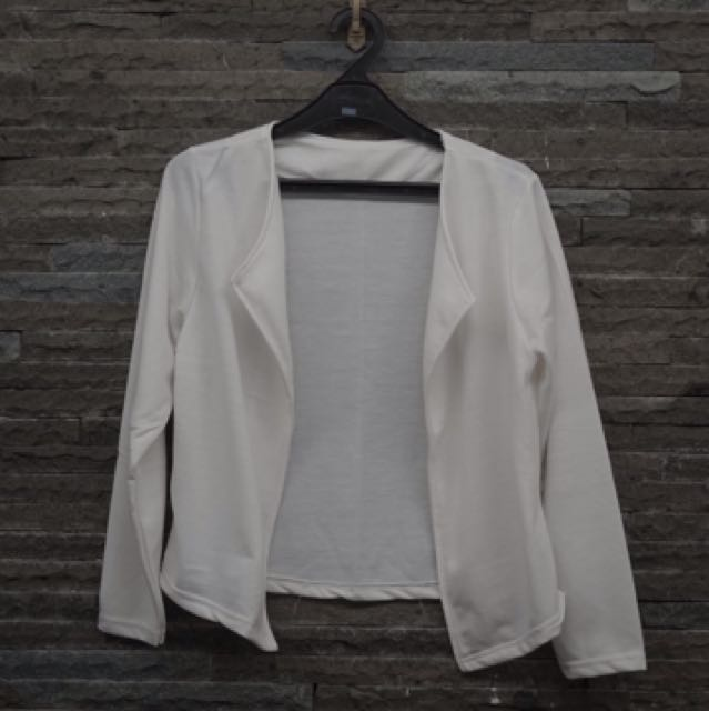 White blazer all size fit to L