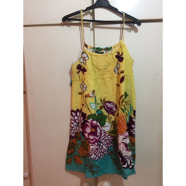 Yellow floral beach dress from Black Sheep / Maldita