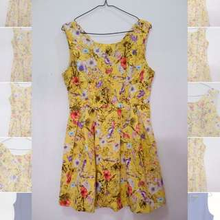 Supercute yellow floral mini dress😍
