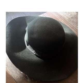 Le Chateau Black Hat