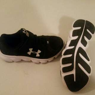 Underarmour size 1 running shoes