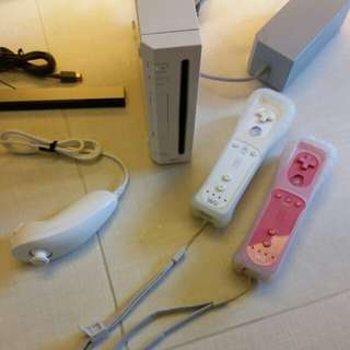 Wii whole set with 2 controllers