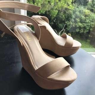 Brand new beige heels size 5.5